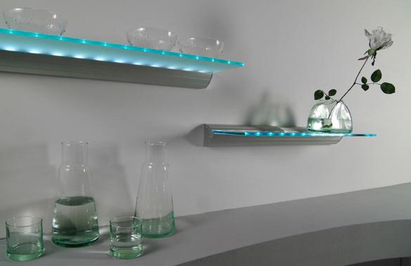 Estantes iluminados con led decorativos y pr cticos for Estantes vidrio bano