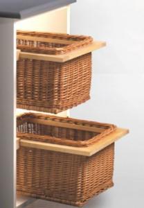 cesta de mimbre con guias