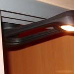 Halógeno con brazo articulado para armarios de corredera